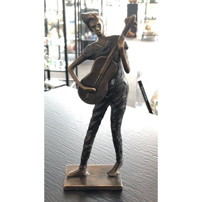Mand med guitar